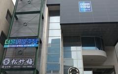 명함에 한국당 상징 색깔, 대구 민주당 후보 정체성 논란