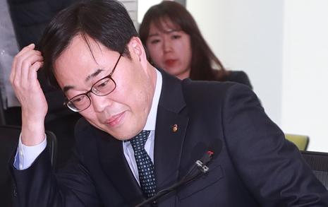 김기식 사임 역풍 부나  국회의원 전수조사 청원 14만명 돌파