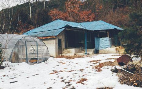 '시골집 로망' 와장창... 우리는 시골 원룸에 산다