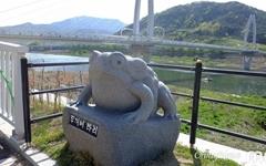 두꺼비 노래를 들으며 건너는 섬진강 다리