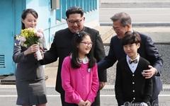 '매의 눈'으로 김정은 밀착 보좌한 여동생 김여정