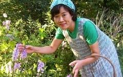 꽃으로 시를 쓰는 이춘희 작가