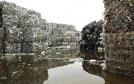 뚜껑 닫은 쓰레기통,  '플라스틱 코리아'가 온다