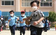 마스크 쓰고 달리기? 무시당하는 교육부 '미세먼지' 정책