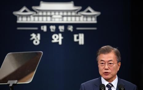 """문재인 """"김정은 위원장,   비핵화 의지 확고히 피력"""""""
