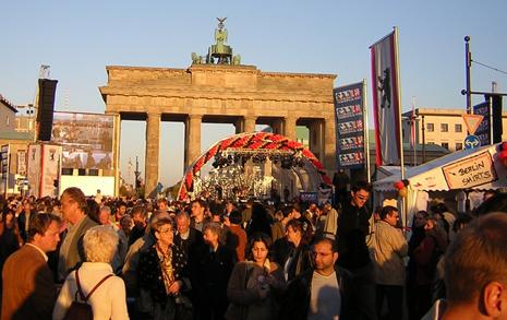 강압적 서독인 - 위축된 동독인, 우리 미래 되지 않으려면