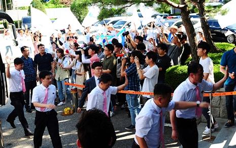 '북한 손님'에 대전 들썩  북 탁구선수들도 손인사