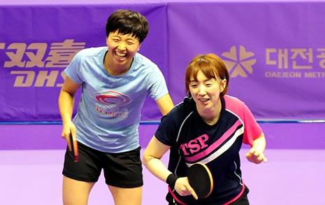 [사진] '언니, 왜 그래' 화기애애한 남북탁구 연습