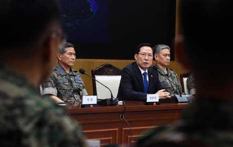"""송영무 """"지휘관들, 문건 최단시간 내에 제출 명령"""""""