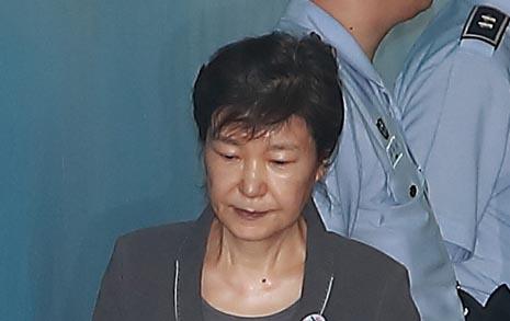 """검찰 """"끝까지 반성 없다""""... 박근혜 항소심도 징역 30년 구형"""