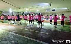 [모이] 구경만 해도 힘나는 폭염 속 분홍부대의 군무