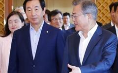 '탈원전' '북 석탄'... 문 대통령과 한국당의 견해 차