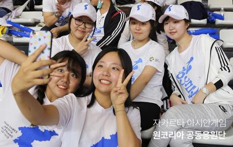 누가 남한 대학생일까?  누가 북한 대학생일까?