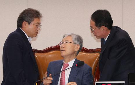 '특검을 구하라' 한국당, 법사위 성명으로 촉구?