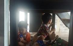 책상 밑에 숨은 아이들... 태풍 솔릭은 정말 무서웠다