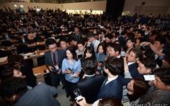 [오마이포토] '질문세례' 임종석 준비위원장