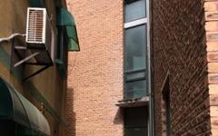 성매매업소로 지은 건물, 전시관이 된 이유