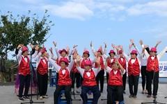 1년간 연습해 등대 앞에서 공연한 90대 할머니들