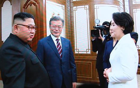 """김정은의 숙소 안내 """"수준 낮아도 우리 성의를 받아달라"""""""