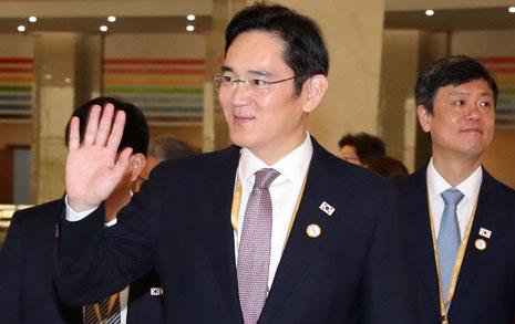 [오마이포토] 이재용의 손인사, '북한 학생들 안녕?'