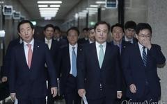 한국당 당협위원장 전원사퇴 결정, 김병준표 인적쇄신 신호탄?