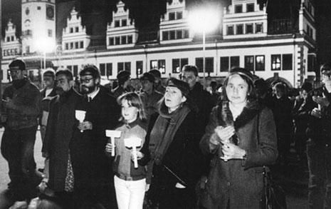 현대 촛불시위의 원조 동독, 통일 후 민주주의 현주소
