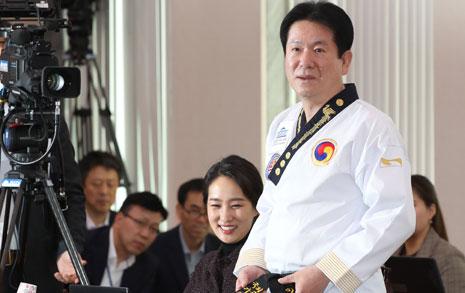 [오마이포토] 이동섭 의원, 국감장에서 태권도복 입은 까닭