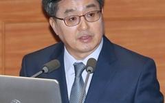 """소득주도성장 집중 포화에, 김동연 """"프레임 논쟁에 말려"""""""