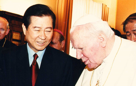 DJ·문재인의 '교황 방북'  무엇이 같고 다른가