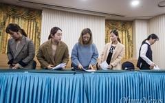 [오마이포토] 자리 떠나는 여자컬링 '팀킴' 선수들