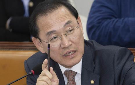 18세 투표 반대에 '황당 논리' 제시한 한국당 의원