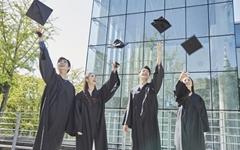 졸업과 동시에 취득할 수 있는 5개 영어 자격증 트랙