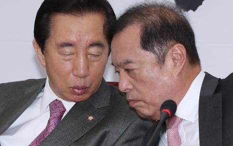 친박 향한 김병준의 경고, 김성태는 '골프채' 언급