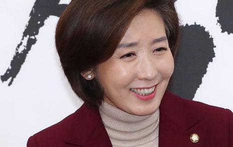 """'친박 딱지' 거부한 나경원... """"친박이 68명이나 되나"""""""