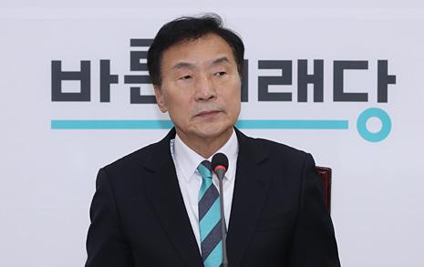 """손학규의 경고 """"이학재, 이부자리는 내놓고 가라"""""""