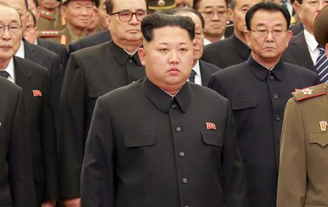 '선군정치 김정일' 참배에 '군복'이 사라졌다