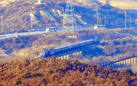 남북 철도 연결을 위한 역사적 출발... 판문역서 착공식
