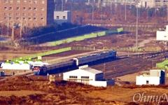 [오마이포토] 판문역에 나란히 선 남-북 열차