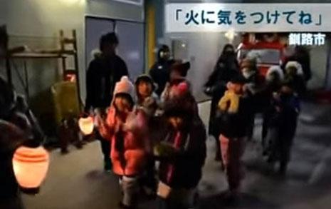 도쿄의 정적을 깨는 소리, 저 아이들의 정체는?