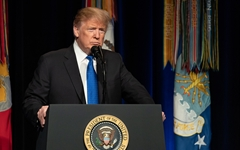 '미사일 위협' 보고서 소개하며 '북한' 뺀 트럼프