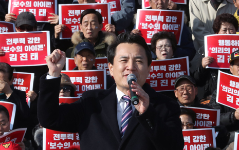 """김진태, 당대표 출마 """"문재인 퇴진""""에 쏟아진 환호"""