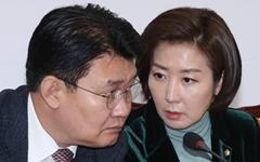 난데없는 '인민민주주의' 타령, 한국당은 왜 이럴까