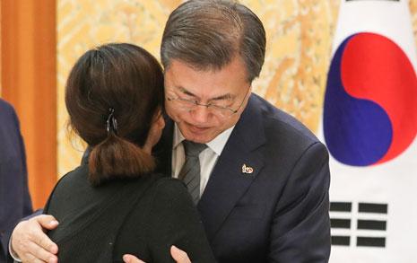 """대통령 만난 김용균 유족 """"진상조사 챙겨 달라"""""""