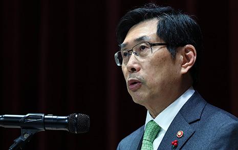 """로스쿨 10년 방치 """"문재인 정부 법무장관에 실망"""""""