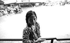 '흑백 사진'에 갇힌 아이들의 미래는...
