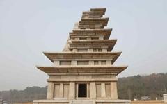 18년 만에 모습 드러낸 '익산 미륵사지 석탑'