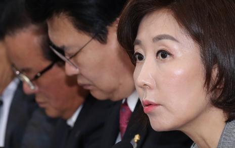 '밀양사람' 약산 김원봉  성토장 된 한국당 회의