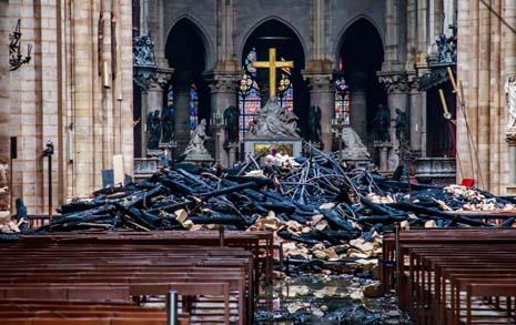 하루새 1조... 노트르담 복구기금에 프랑스가 경악한 까닭