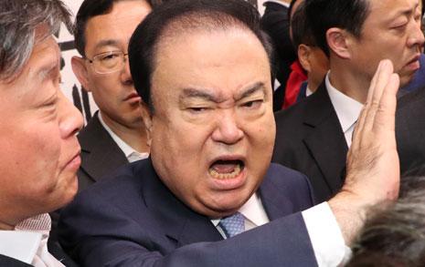 '오신환 사보임' 의장실로 달려간 한국당... 문희상 결국 병원행