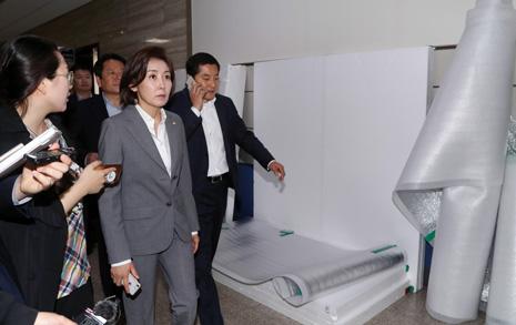 한국당, 회의실 3개 점거 패스트트랙 충돌 초읽기